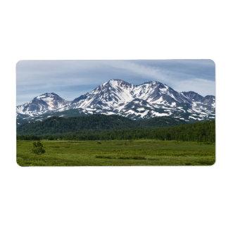 絵のような火山景色および緑の森林 ラベル