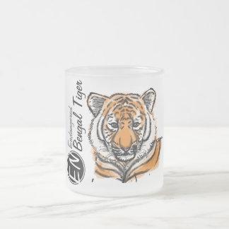 絶滅寸前の ベンガルトラ のマグ2 フロストグラスマグカップ