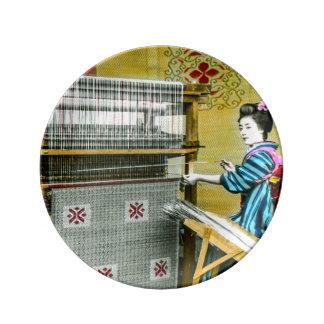 絹の織り方の製造所を使用しているヴィンテージの日本のな女性 磁器プレート