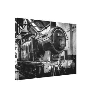 維持の小屋の0-6-0蒸気機関 キャンバスプリント
