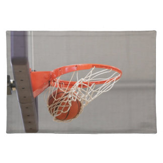 網を通ってSwishingバスケットボール ランチョンマット
