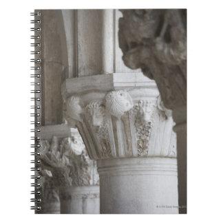 総督の宮殿ベニスイタリアのコラムの詳細 ノートブック