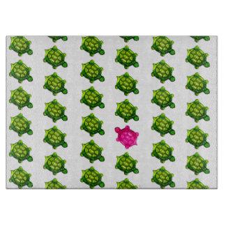 緑およびピンクのカメパターン カッティングボード