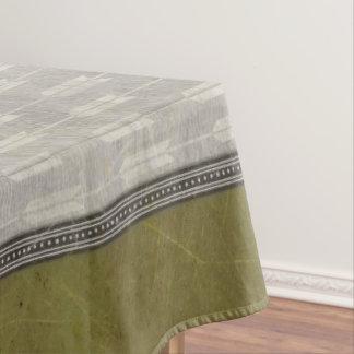 緑および濃紺のテーブルクロスが付いている灰色の矢 テーブルクロス