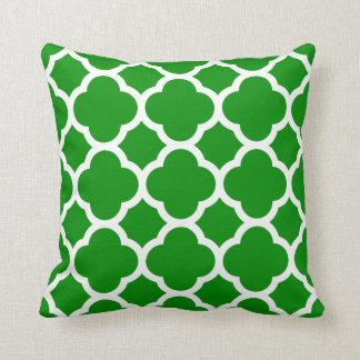 緑および白いクローバーパターン クッション