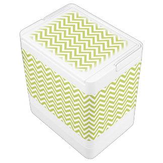 緑および白いジグザグ形のストライプなシェブロンパターン IGLOOクーラーボックス