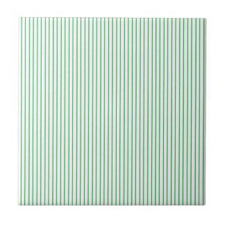 緑および白い細い縦縞 タイル