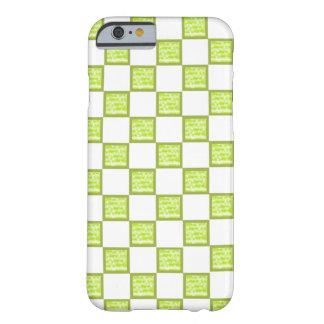 緑および白iPhoneの包装か皮を点検しました Barely There iPhone 6 ケース