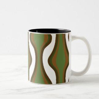 緑および茶色の縦の波 ツートーンマグカップ