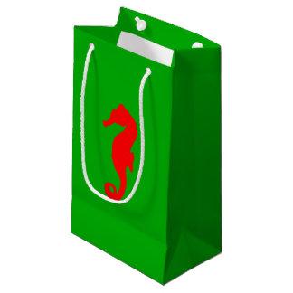 緑および赤い沿岸クリスマスの装飾のタツノオトシゴ スモールペーパーバッグ