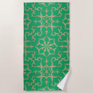緑および金ゴールドの曼荼羅パターン ビーチタオル