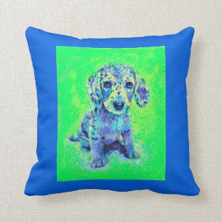 緑および青のダックスフントの子犬 クッション