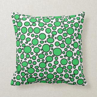 緑および黒い水玉模様の枕 クッション