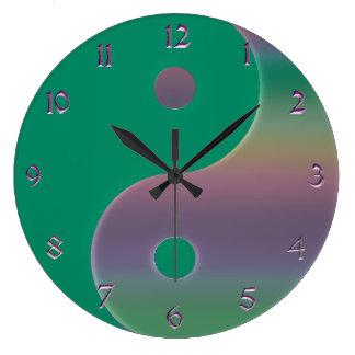 緑および黙した虹の陰陽の時計 ラージ壁時計