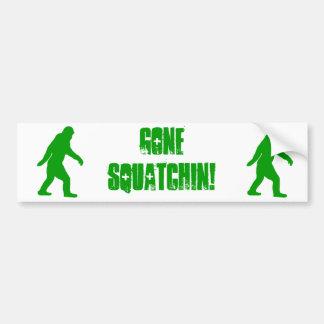 緑によって行くsquatchinのスローガンの文字 バンパーステッカー