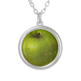緑のりんご シルバープレートネックレス