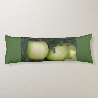 緑のりんご ボディピロー