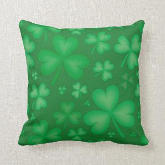 緑のアイルランドのシャムロックの装飾用クッション クッション
