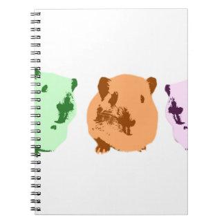 緑のオレンジピンクのポップアートのモルモットのトリオ ノートブック