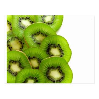 緑のキーウィフルーツの切れ-フルーツのプリント ポストカード