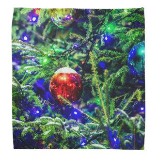 緑のクリスマスツリーの赤の球 バンダナ