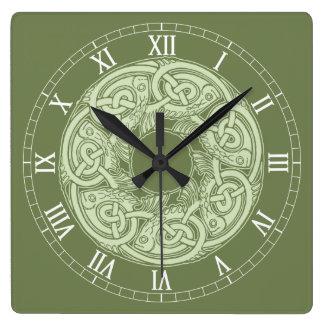 緑のケルト族の結び糸細工の魚 スクエア壁時計