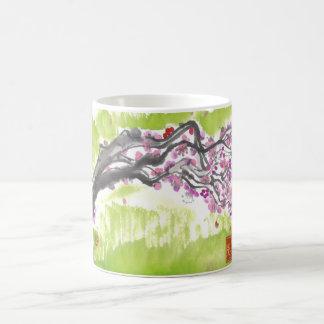 緑のコップのプラム花 コーヒーマグカップ