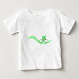 緑のサイクリストのデザイン ベビーTシャツ