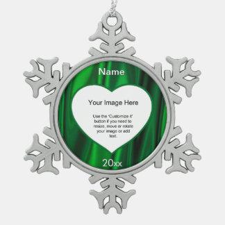緑のサテンのハートの写真フレームのテンプレート スノーフレークピューターオーナメント