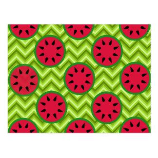緑のシェブロンの明るい夏のピクニックスイカ ポストカード