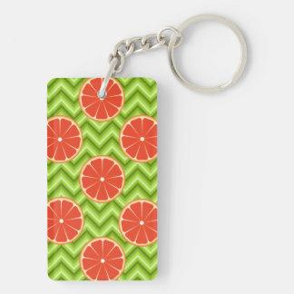 緑のシェブロンの明るい夏の柑橘類のグレープフルーツ キーホルダー