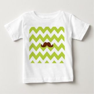 緑のシェブロンの髭の乳児のTシャツ ベビーTシャツ