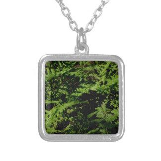 緑のシダ シルバープレートネックレス