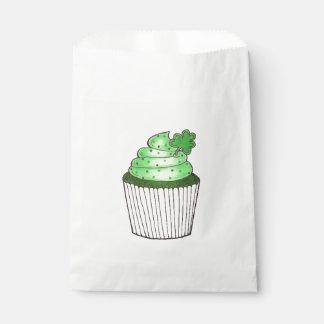 緑のシャムロックのクローバーのカップケーキのセントパトリックの日 フェイバーバッグ