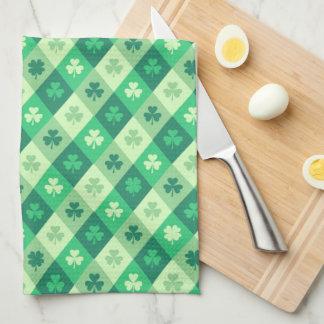 緑のシャムロックのSaint patricks dayのカスタムの文字 キッチンタオル