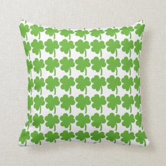緑のシャムロックパターンクッション クッション