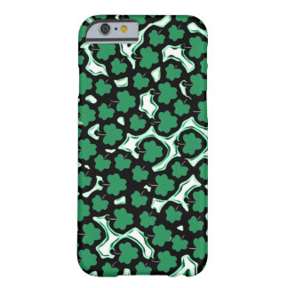 緑のシャムロック BARELY THERE iPhone 6 ケース