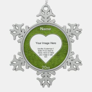 緑のシュニールのハートの形の写真フレームのテンプレート スノーフレークピューターオーナメント