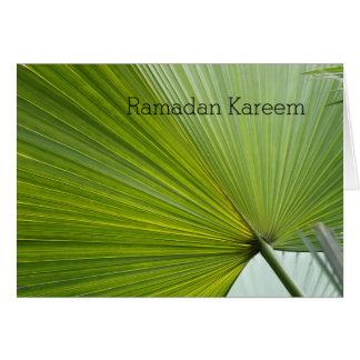 緑のシュロの葉が付いているラマダーンの挨拶状 カード