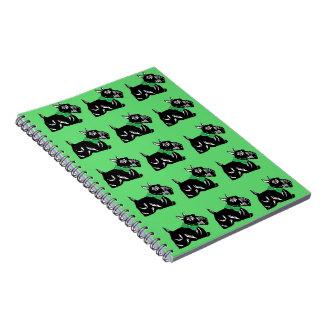 緑のスコッチテリア犬はパターンノートを曲げます ノートブック
