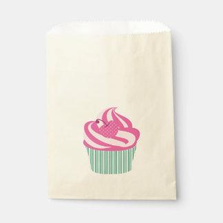 緑のストライプが付いているピンクのさくらんぼのカップケーキ フェイバーバッグ