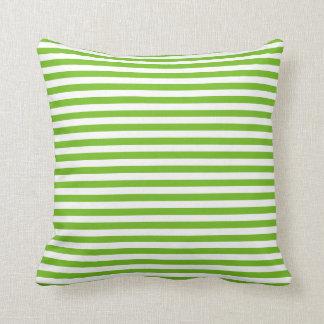 緑のストライプなパターン クッション