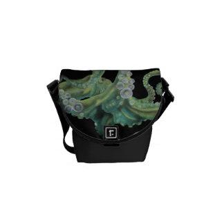 緑のタコ メッセンジャーバッグ