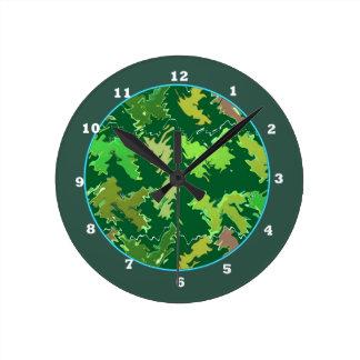 緑のテーマ: 軍のカムフラージュの波パターン ラウンド壁時計