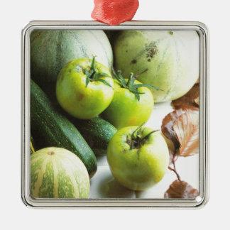 緑のトマトおよびメロン メタルオーナメント