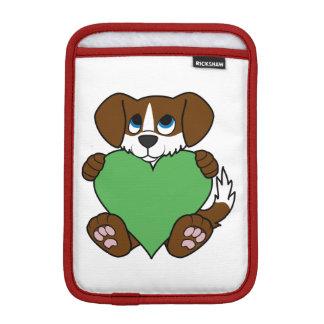 緑のハートのバレンタインデーのブラウンの小犬 iPad MINIスリーブ