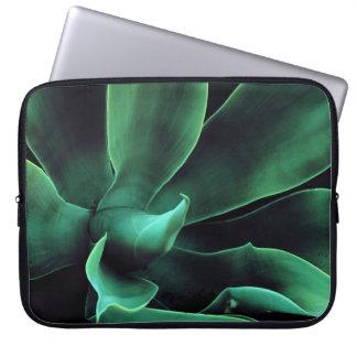 緑のリュウゼツランAttenuata ラップトップスリーブ