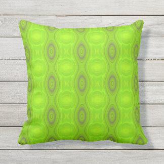 緑のレトロパターン クッション