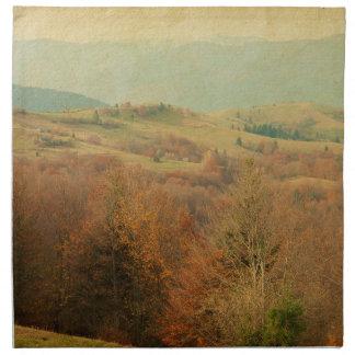 緑の丘陵のナプキンを転がるイタリアンな国の側面 ナプキンクロス