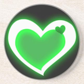 緑の光沢があるハート コースター